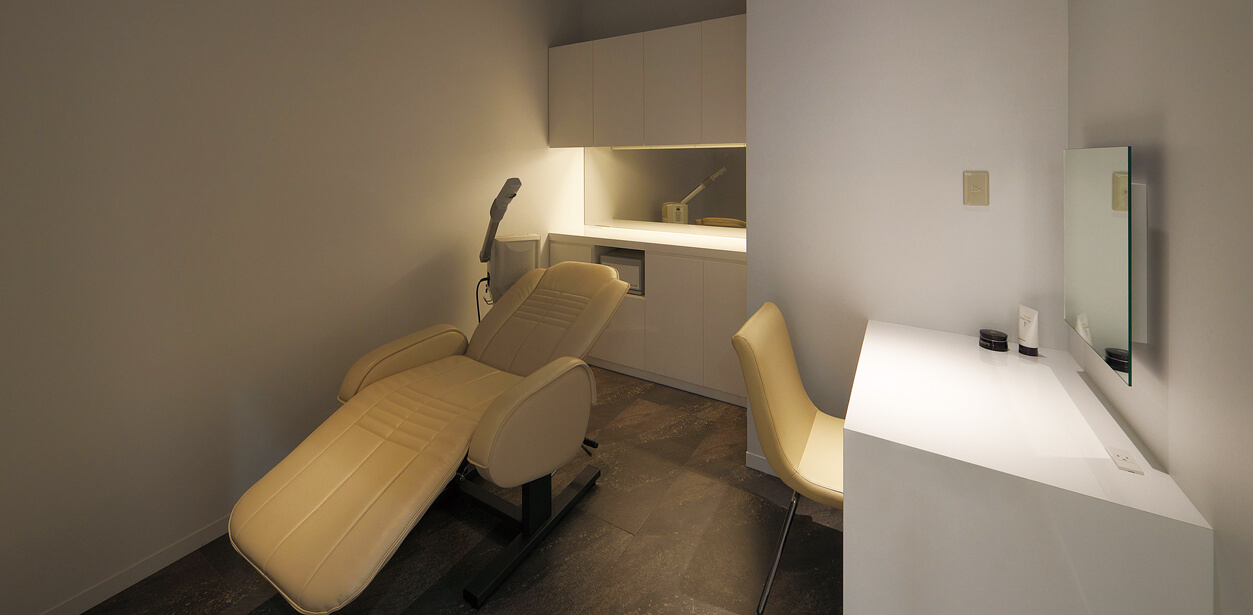 esthetic beds & chairs